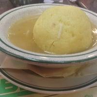 5/2/2013에 Cathleen R.님이 Ben's Kosher Delicatessen에서 찍은 사진