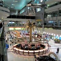 11/1/2013 tarihinde ZeMario -.ziyaretçi tarafından Dubai Uluslararası Havalimanı (DXB)'de çekilen fotoğraf