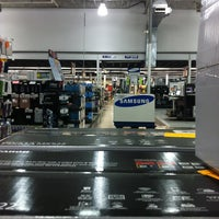 Photo taken at Fry's Electronics by Used Car Ricky on 3/14/2013