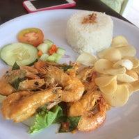 Photo taken at D'KL Restaurant, Kampung Likas by Azmie_Perodua_Sabah *. on 10/15/2014