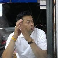 Photo taken at ซุ้ม 2 หมูจุ่ม หน้าวัฒโน by yayee🦄 on 6/20/2017