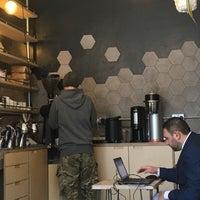 Foto scattata a MacIntyre Coffee da Terezka B. il 3/19/2018