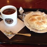 Photo taken at Caffe Veloce by Hiroaki K. on 10/24/2012