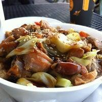 Foto scattata a Oshi's Sushi & Teriyaki da Mark J. il 12/1/2012