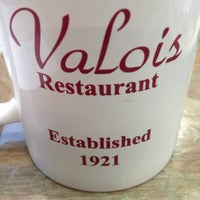 Das Foto wurde bei Valois von David S. am 10/6/2013 aufgenommen