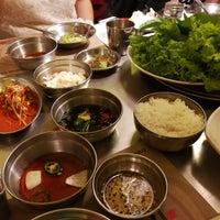 Foto tomada en Mapogalmaegi Korean BBQ por Edbert W. el 7/12/2017