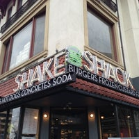 2/19/2013にsneakerpimpがShake Shackで撮った写真