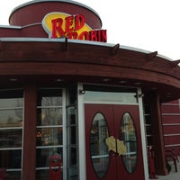Photo taken at Red Robin Gourmet Burgers by sneakerpimp on 11/30/2012