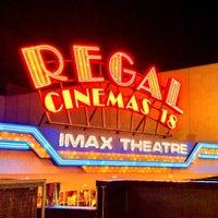 Снимок сделан в Regal Cinemas New Roc 18 IMAX & RPX пользователем Jeffrey P. 5/18/2013