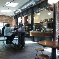 Foto scattata a La Colombe Coffee Roasters da Oleg M. il 5/1/2018