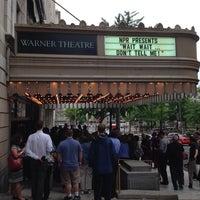 5/15/2014 tarihinde Elise H.ziyaretçi tarafından Warner Theatre'de çekilen fotoğraf