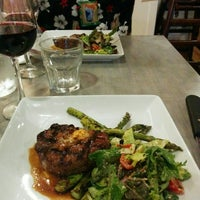 Foto tomada en Salt and Iron: Oysters and Steak por dan y. el 7/11/2015