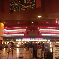 Снимок сделан в Regal Cinemas New Roc 18 IMAX & RPX пользователем Ricardo R. 6/17/2013