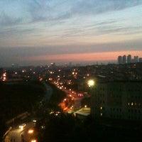 Das Foto wurde bei Üniversite Meydanı von Dündar am 5/10/2013 aufgenommen