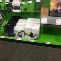 Photo taken at Best Buy by Ian C. on 11/23/2016