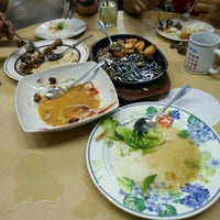 Photo taken at Kampung Seafood by Russell Slyvester F. on 11/24/2016
