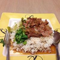 Photo taken at แชมป์ผัดไท หอยทอด Flavour Central Food Hall by ЯɑрĥɛɛɯɨϮ H. on 6/26/2014