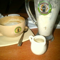 Photo taken at Toffee coffee by Aria D. on 4/27/2013