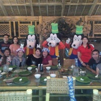 Photo taken at Isdaan Floating Restaurant by J M. on 9/10/2016