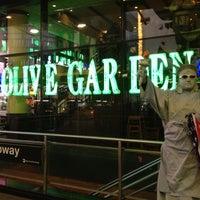 Photo taken at Olive Garden by Eduardo A. on 11/16/2012
