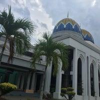 Photo taken at Masjid Kolej Islam Pahang Sultan Ahmad Shah by hafiz J. on 8/17/2017