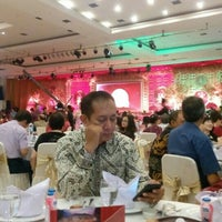 Photo taken at Grand Pacific Restaurant & Convention Hall by Wawan[is]me 林. on 6/18/2016