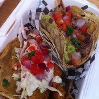 Foto tirada no(a) Seven Lives Tacos Y Mariscos por Anum K. em 7/25/2013