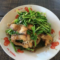 Photo taken at ป้าแตนอาหารป่ารสจัด by Patchara K. on 8/26/2016