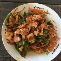 Photo taken at ป้าแตนอาหารป่ารสจัด by Patchara K. on 8/25/2016