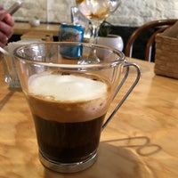 Foto tomada en Lorenzo / Café. Bar. por Michael K. el 3/31/2018