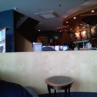 Photo taken at Starbucks by Tamzil T. on 4/18/2013