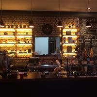 Foto tirada no(a) Academia do Café por Piper J. em 9/17/2014