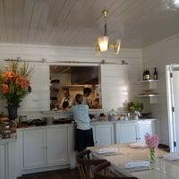 Das Foto wurde bei Josephine House von Piper J. am 4/6/2013 aufgenommen