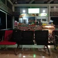 Photo taken at Ruang tunggu gate C5 Soekarno-hatta international airport by eriko u. on 3/18/2018