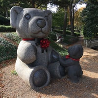 Photo taken at Teddy Bears Sculptures by Carlos R. on 12/2/2016