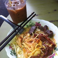 Photo taken at Sister's Curry Mee (暹罗姐妹咖喱面) by Aaron H. on 11/16/2013