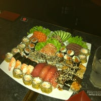Photo taken at Planeta Sushi by Flora B. on 10/20/2012