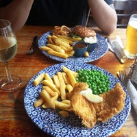 Photo taken at The Beehive  (Wetherspoon) by Janaina A. on 6/22/2014