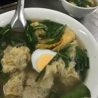 Photo taken at Mì Vằn Thắn Đinh Liệt by 능바이오닉 (. on 1/2/2018