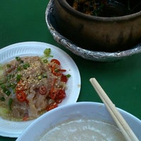 Photo taken at Ho Kee Porridge 和记粥 by Stephanie T. on 10/15/2014