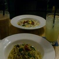 Photo taken at Alfresco Gusto Italian Bistro by Stephanie T. on 11/21/2012