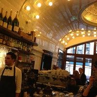 Das Foto wurde bei Café Paris von Roberto Kai H. am 4/10/2013 aufgenommen
