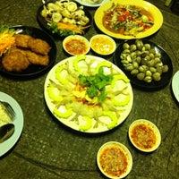 Photo taken at Mae Klong Seafood by TORTORLAE T. on 10/9/2012
