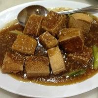 Photo taken at Ipoh Hainan Chicken Rice by Raja S. on 5/30/2013