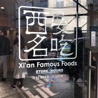 Das Foto wurde bei Xi'an Famous Foods von Amelia G. am 11/16/2017 aufgenommen