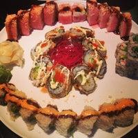 Foto diambil di Runa Japanese Restaurant oleh Jennifer R. pada 10/13/2013