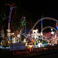 Photo taken at Oakdale Christmas House by Augusto B. on 12/14/2014