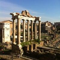 รูปภาพถ่ายที่ จัตุรัสโรมัน โดย Christiaan P. เมื่อ 11/10/2012