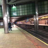 Photo taken at MTA Subway - 21st St/Queensbridge (F) by Billy K. on 2/26/2017