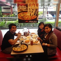 Photo taken at Pizza Hut by Jaypee C. on 1/8/2016